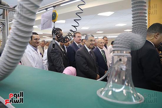 افتتاح وزير الكهرباء والانتاج الحربى مصنع عدادات الكهرباء (34)