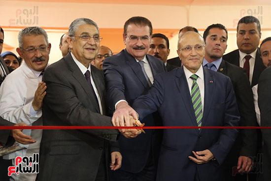 افتتاح وزير الكهرباء والانتاج الحربى مصنع عدادات الكهرباء (5)