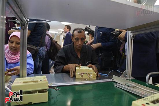 افتتاح وزير الكهرباء والانتاج الحربى مصنع عدادات الكهرباء (24)
