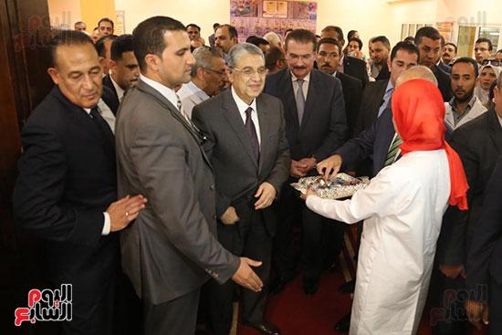 افتتاح وزير الكهرباء والانتاج الحربى مصنع عدادات الكهرباء (6)