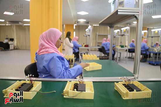 افتتاح وزير الكهرباء والانتاج الحربى مصنع عدادات الكهرباء (12)