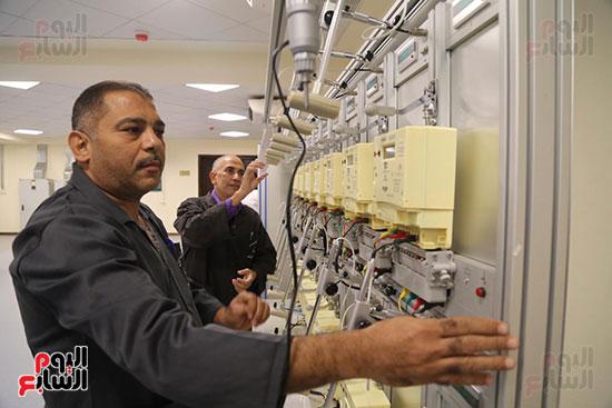 افتتاح وزير الكهرباء والانتاج الحربى مصنع عدادات الكهرباء (42)