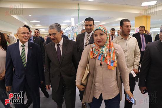افتتاح وزير الكهرباء والانتاج الحربى مصنع عدادات الكهرباء (61)
