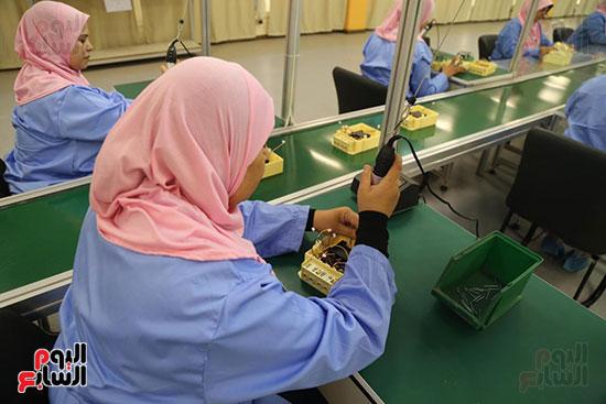 افتتاح وزير الكهرباء والانتاج الحربى مصنع عدادات الكهرباء (17)