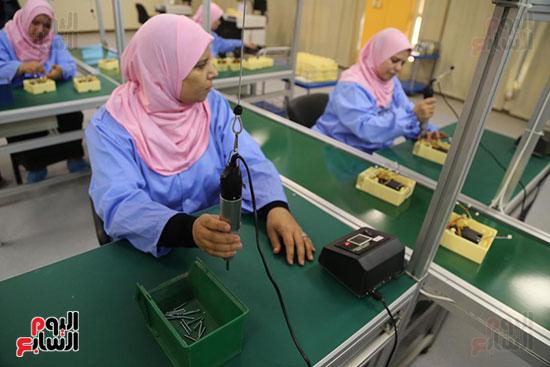 افتتاح وزير الكهرباء والانتاج الحربى مصنع عدادات الكهرباء (19)