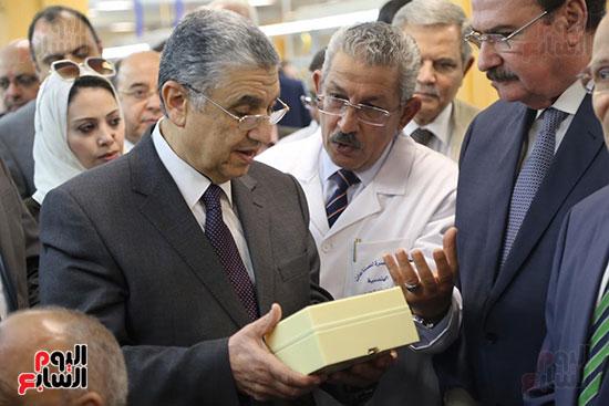 افتتاح وزير الكهرباء والانتاج الحربى مصنع عدادات الكهرباء (39)