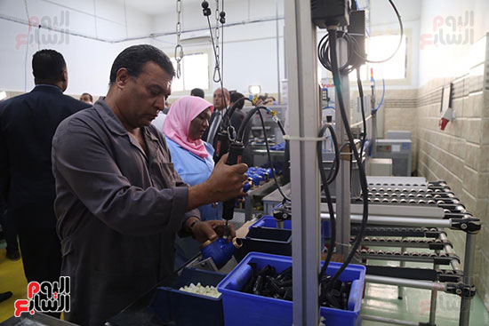 افتتاح وزير الكهرباء والانتاج الحربى مصنع عدادات الكهرباء (69)