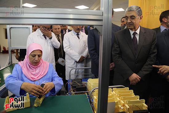 افتتاح وزير الكهرباء والانتاج الحربى مصنع عدادات الكهرباء (21)