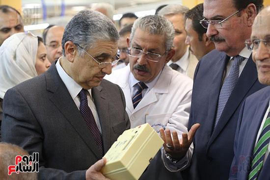 افتتاح وزير الكهرباء والانتاج الحربى مصنع عدادات الكهرباء (40)