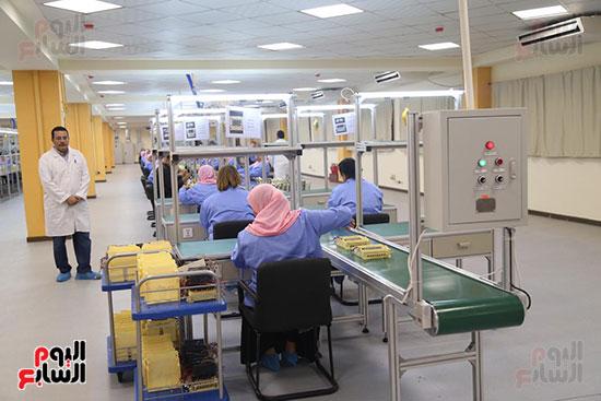 افتتاح وزير الكهرباء والانتاج الحربى مصنع عدادات الكهرباء (9)