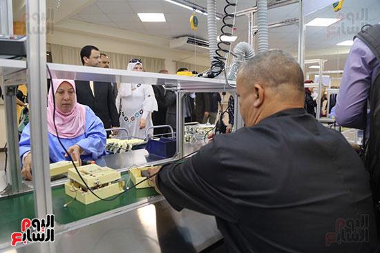 افتتاح وزير الكهرباء والانتاج الحربى مصنع عدادات الكهرباء (25)