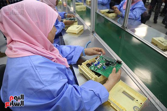 افتتاح وزير الكهرباء والانتاج الحربى مصنع عدادات الكهرباء (33)