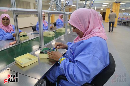 افتتاح وزير الكهرباء والانتاج الحربى مصنع عدادات الكهرباء (56)