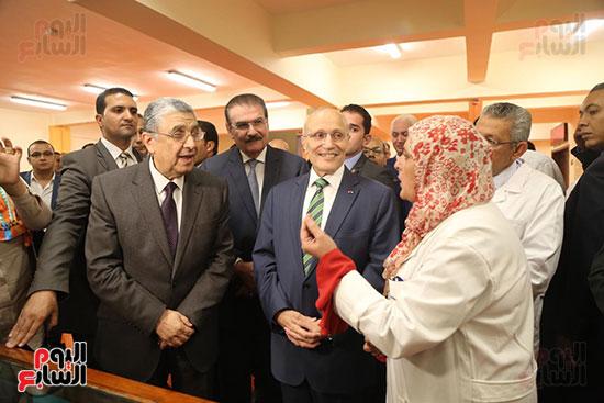 افتتاح وزير الكهرباء والانتاج الحربى مصنع عدادات الكهرباء (1)