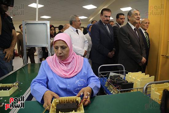 افتتاح وزير الكهرباء والانتاج الحربى مصنع عدادات الكهرباء (20)