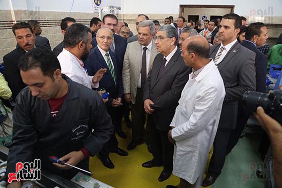 افتتاح وزير الكهرباء والانتاج الحربى مصنع عدادات الكهرباء (66)