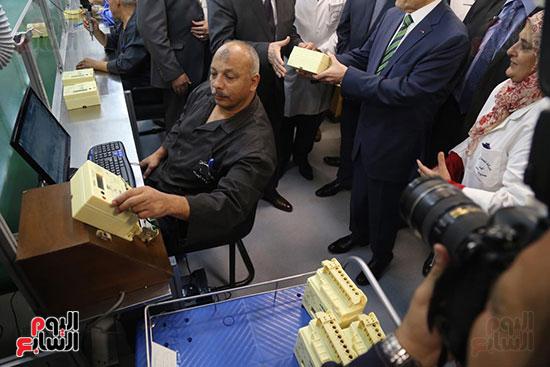 افتتاح وزير الكهرباء والانتاج الحربى مصنع عدادات الكهرباء (37)