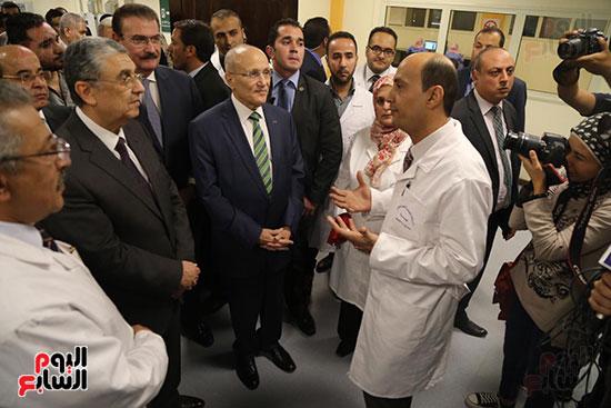افتتاح وزير الكهرباء والانتاج الحربى مصنع عدادات الكهرباء (46)