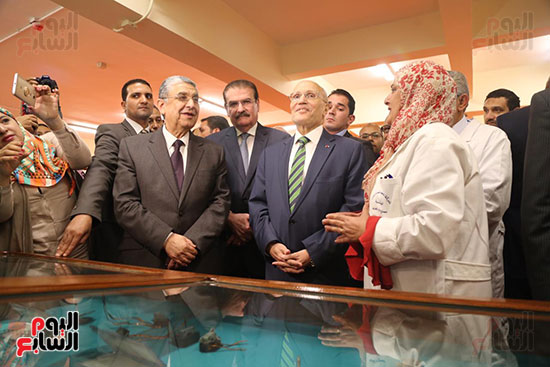 افتتاح وزير الكهرباء والانتاج الحربى مصنع عدادات الكهرباء (2)