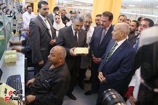 افتتاح وزير الكهرباء والانتاج الحربى مصنع عدادات الكهرباء (38)