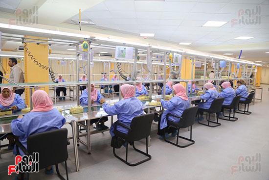 افتتاح وزير الكهرباء والانتاج الحربى مصنع عدادات الكهرباء (26)