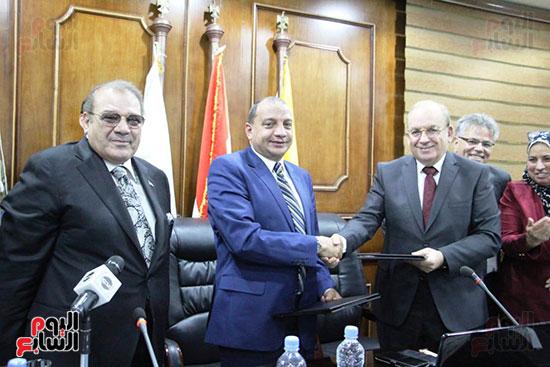 اتفاقية تعاون أكاديمى بين جامعتى بنى سويف وسيناء (6)