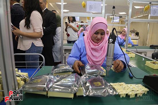 افتتاح وزير الكهرباء والانتاج الحربى مصنع عدادات الكهرباء (23)