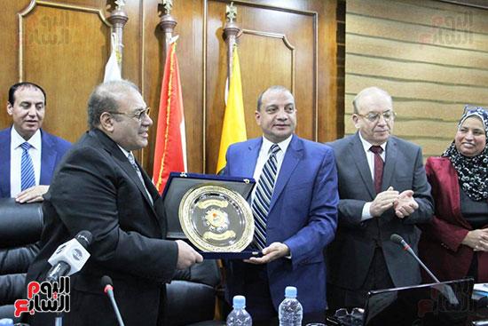 اتفاقية تعاون أكاديمى بين جامعتى بنى سويف وسيناء (7)