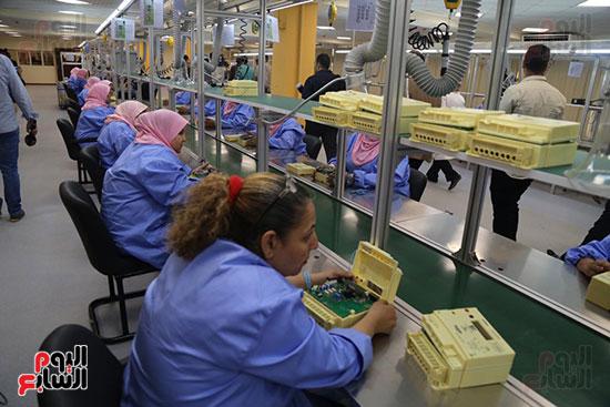 افتتاح وزير الكهرباء والانتاج الحربى مصنع عدادات الكهرباء (55)