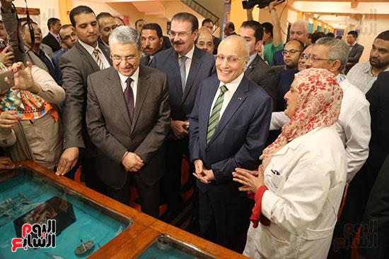 افتتاح وزير الكهرباء والانتاج الحربى مصنع عدادات الكهرباء (4)