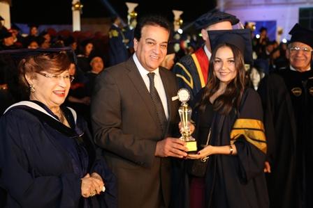 وزير التعليم العالى يشهد حفل تخرج دفعة من جامعة أكتوبر للعلوم الحديثة والآداب (2)