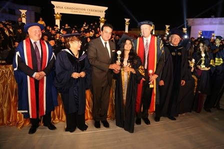 وزير التعليم العالى يشهد حفل تخرج دفعة من جامعة أكتوبر للعلوم الحديثة والآداب (4)