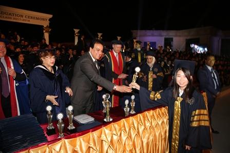 وزير التعليم العالى يشهد حفل تخرج دفعة من جامعة أكتوبر للعلوم الحديثة والآداب (1)