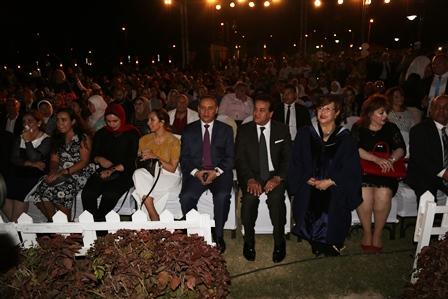 وزير التعليم العالى يشهد حفل تخرج دفعة من جامعة أكتوبر للعلوم الحديثة والآداب (7)