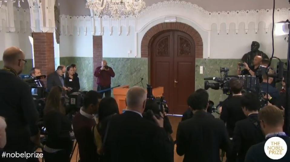 منح جائزة نوبل للسلام 2018 لـ دينيس موكويجى وناديا مراد لمكافحة العنف الجنسى (4)