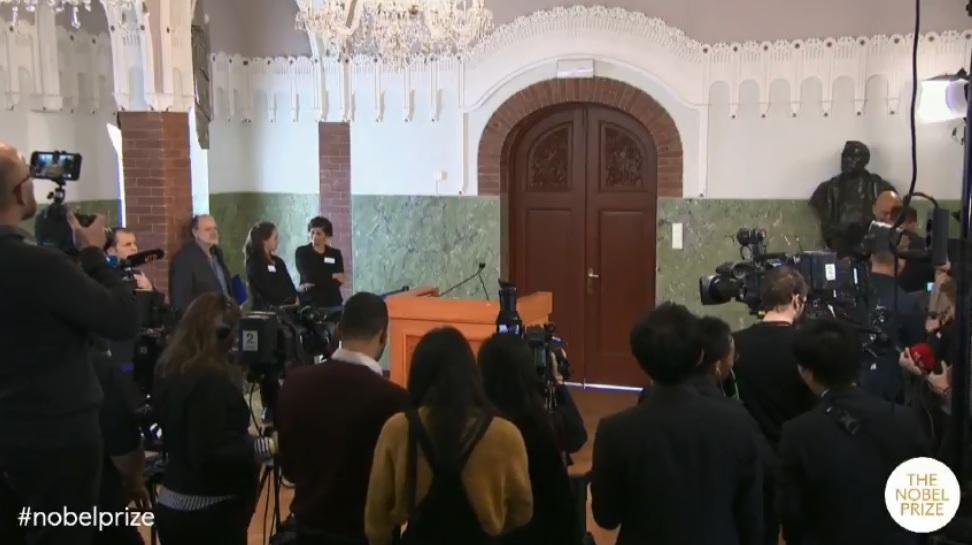 منح جائزة نوبل للسلام 2018 لـ دينيس موكويجى وناديا مراد لمكافحة العنف الجنسى (2)