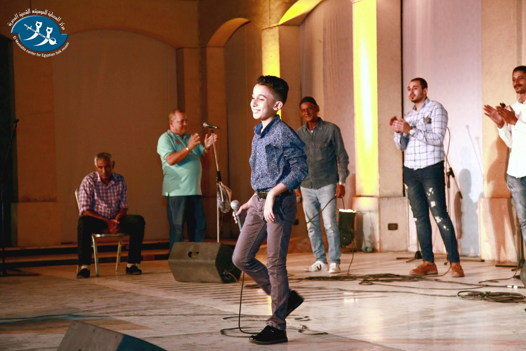 أحمد فتحي يغني وسط تفاعل الجمهور