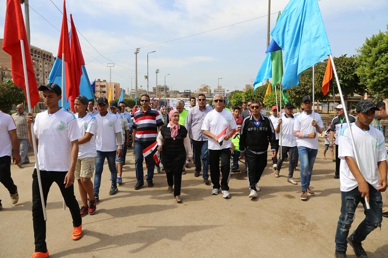محافظ المنوفية يتقدم مسيرة شبابية  (2)
