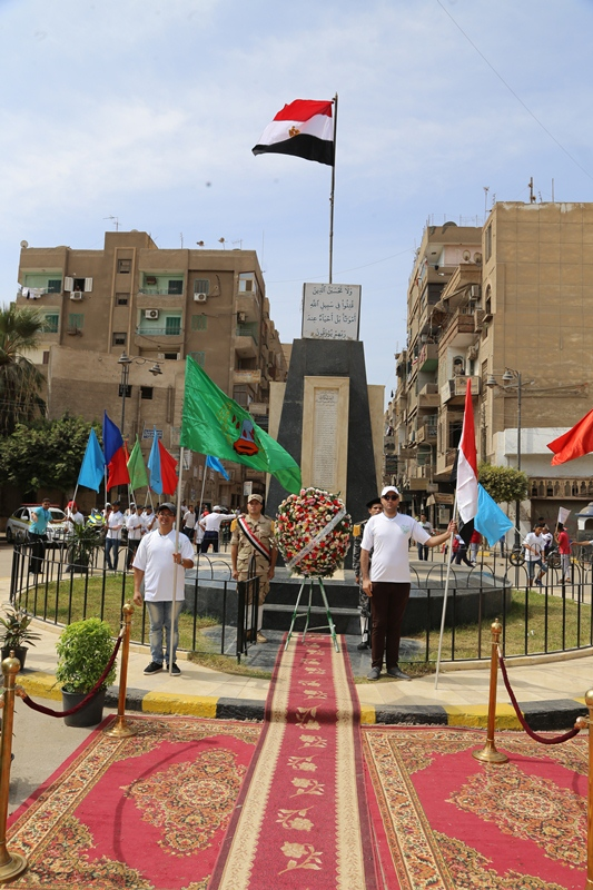 محافظ المنوفية يتقدم مسيرة شبابية  (10)