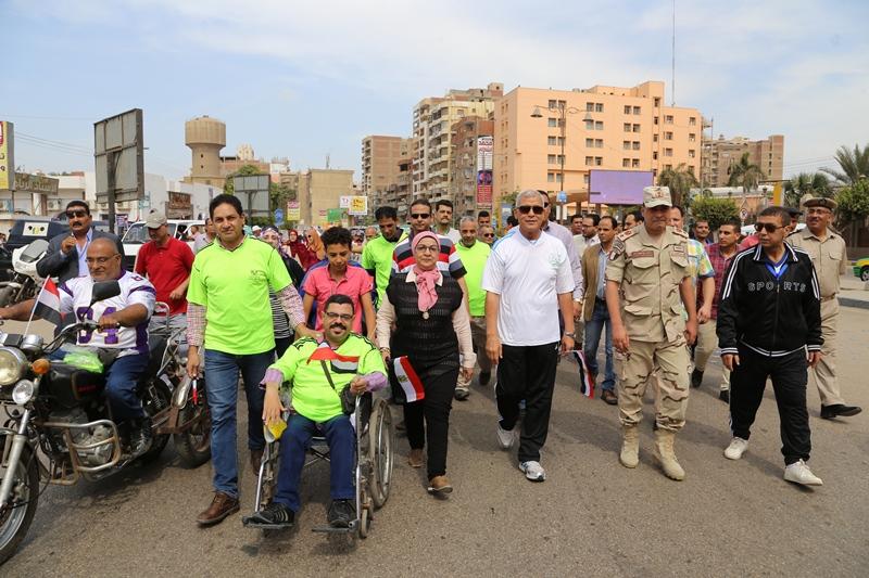 محافظ المنوفية يتقدم مسيرة شبابية  (3)