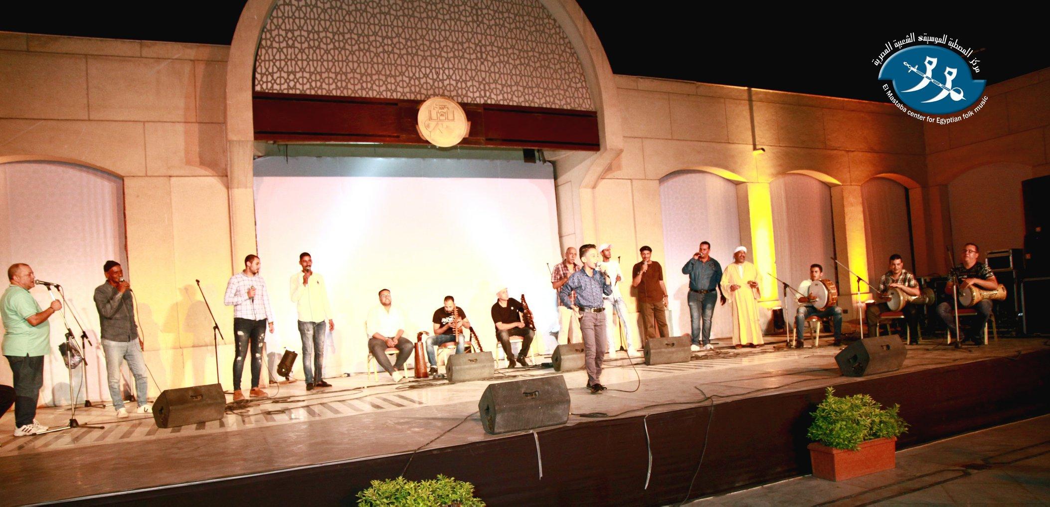 جانب من الحفل أثناء غناء أحمد فتحي