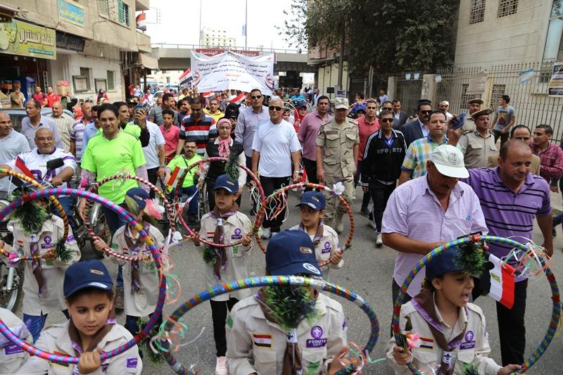 محافظ المنوفية يتقدم مسيرة شبابية  (7)