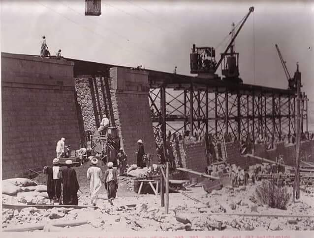 مراحل بناء خزان أسوان (8)
