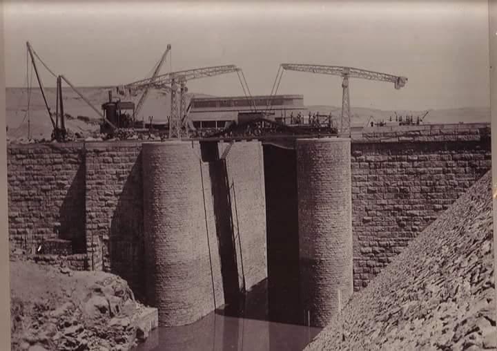 مراحل بناء خزان أسوان (20)