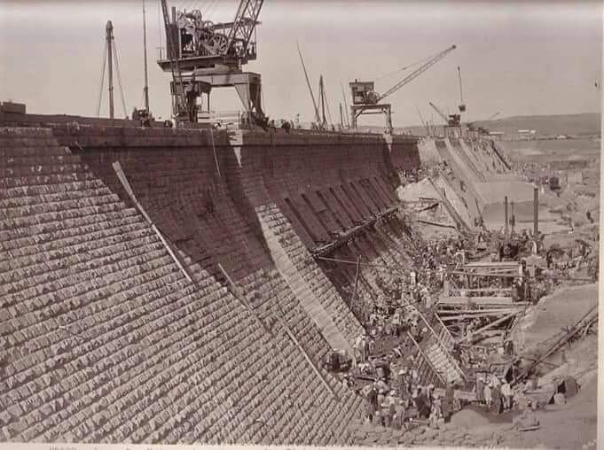 مراحل بناء خزان أسوان (4)