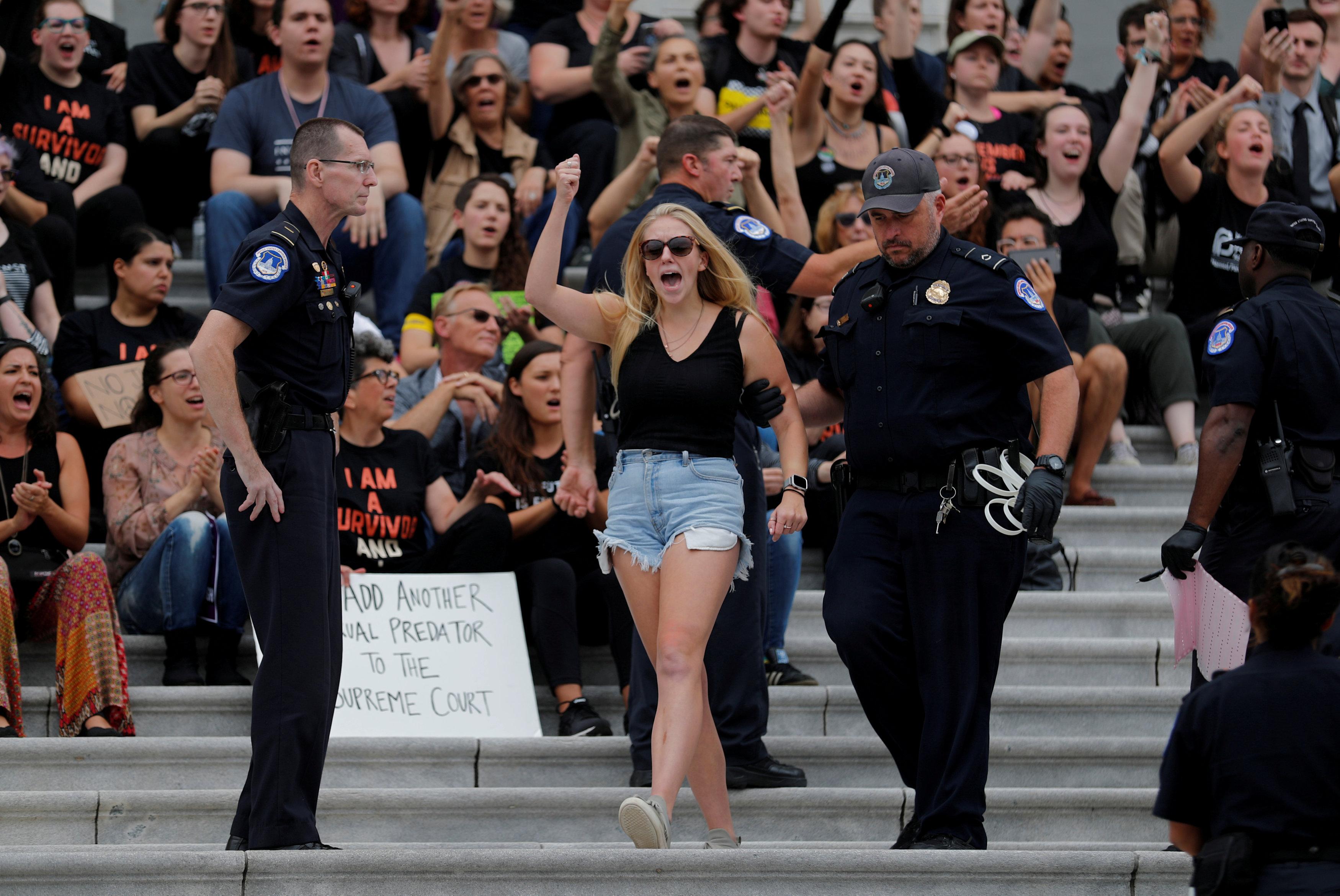 احتجاجات أمام المحكمة العليا الأمريكية