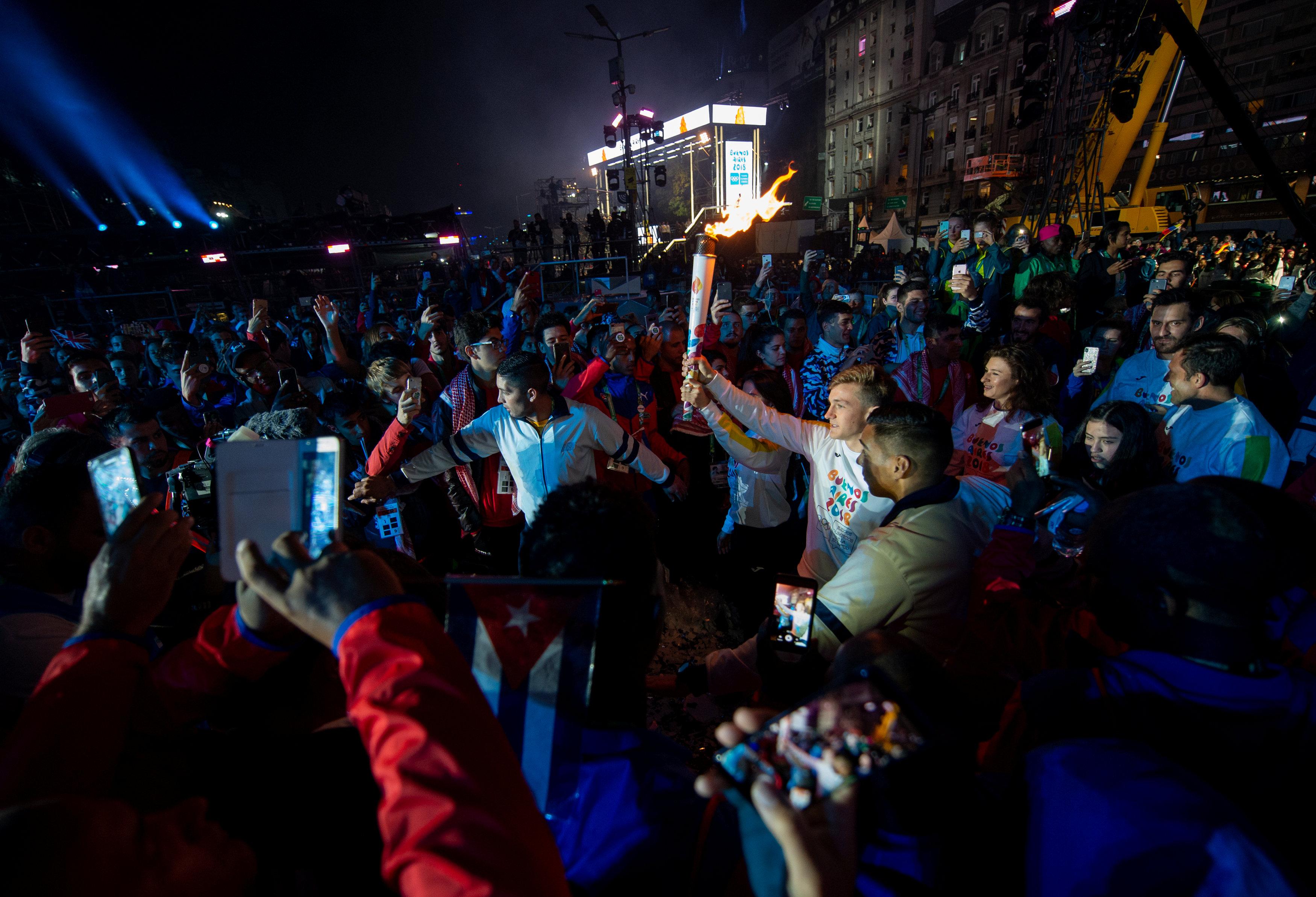 الآلاف يشاركون فى حفل افتتاح الألعاب الأولمبية