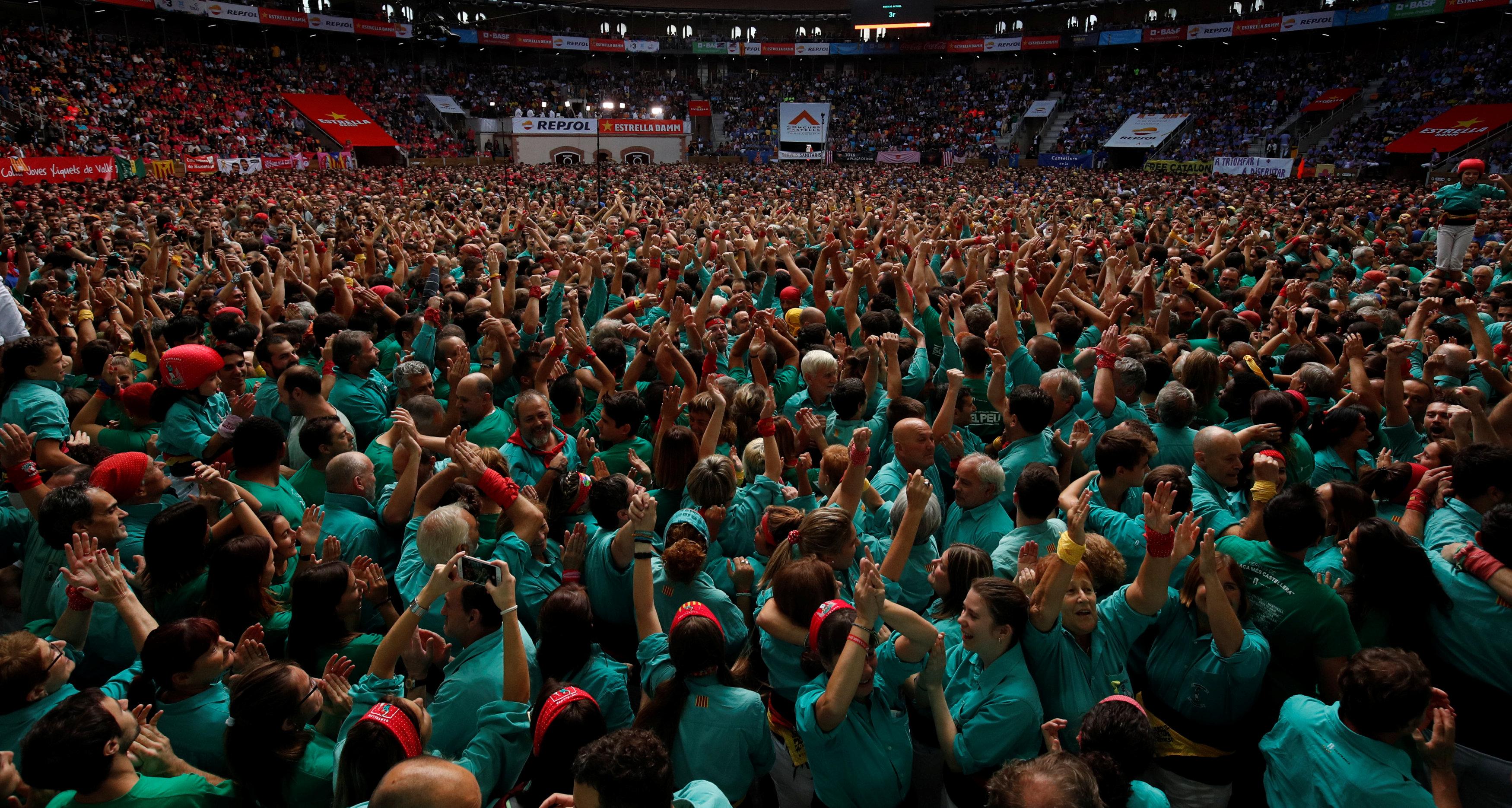 أعداد كبيرة من الأسبان يشاركون فى الحدث السنوى
