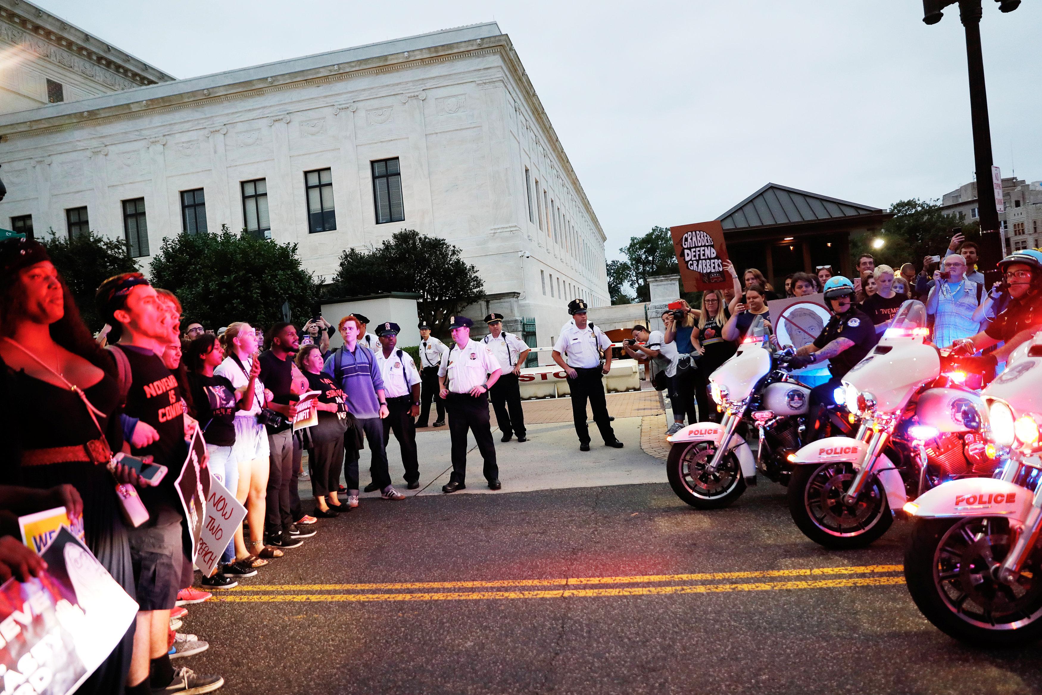 احتجاجات بمحيط المحكمة العليا الأمريكية