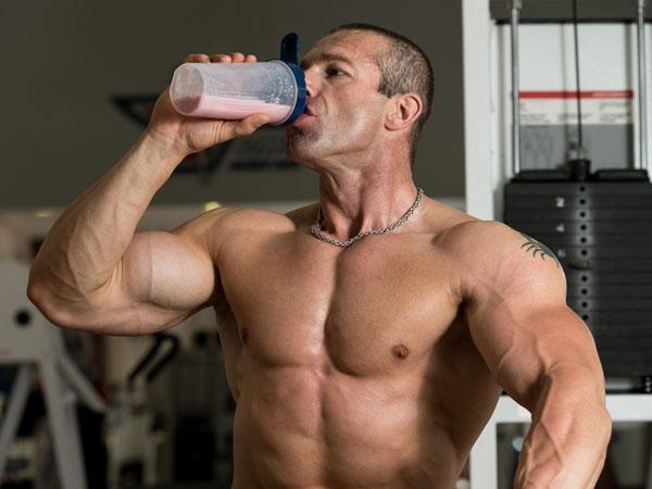 يساعد على بناء العضلات
